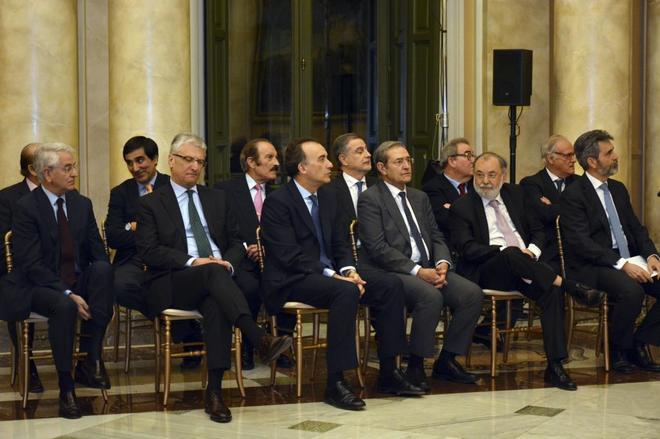 Sala de Gobierno del Tribunal Supremo. Luis María Díez-Picazo (primera fila: 2i), Nicolás Maurandi (segunda fila: 2d), Carlos Lesmes (primera fila 1d).