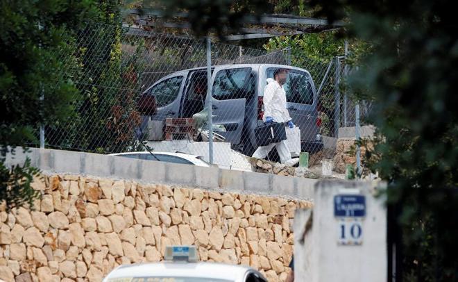 La Policía Científica de la Guardia Civil de Villajoyosa, en la escena del crimen
