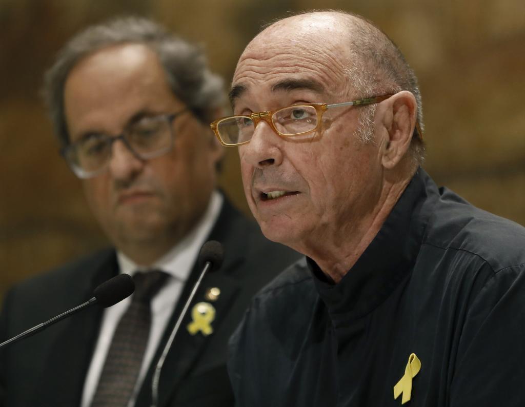 El cantautor y exdiputado Lluís Llach y el presidente de la Generalitat, Quim Torra, durante la presentación del consejo asesor que impulsará el Foro Cívico y Social para el Debate Constituyente.