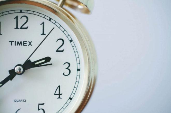 Imagen de un reloj para ilustrar el cambio de hora y la entrada del...
