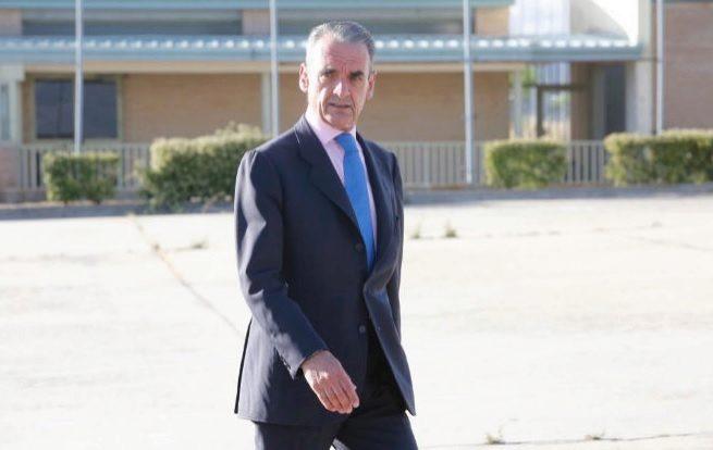 Mario Conde, a su salida de la cárcel de Soto del Real, en 2016.