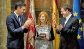 Carmen Alborch, el pasado 10 de octubre, entre Pedro Sánchez y Ximo...
