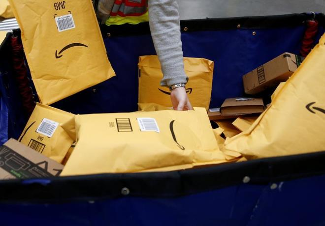 Centro logístico de Amazon en Kent, Washington, EEUU.