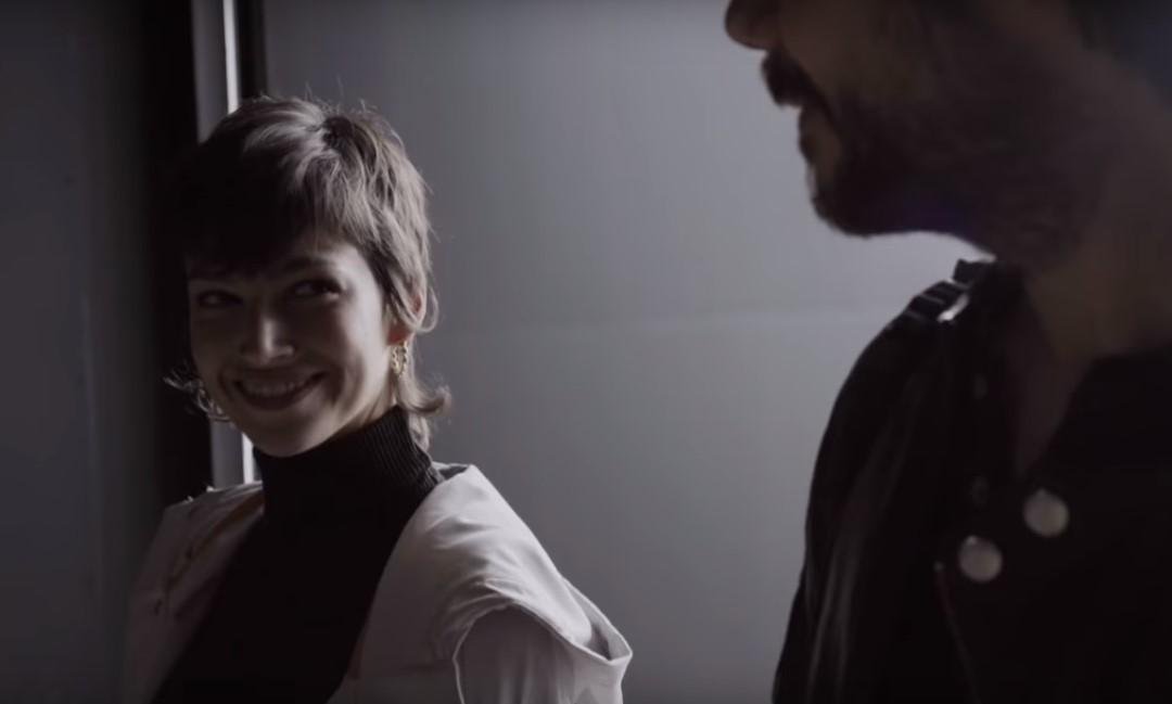 Úrsula Corberó y Álvaro Morte en un fotograma del nuevo vídeo promocional que ha publicado Netflix para la tercera temporada