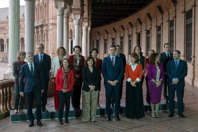 Foto de familia del Gobierno de Pedro Sänchez antes del inicio del...