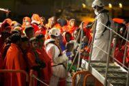 Llegada al puerto de Málaga de algunos de los inmigrantes rescatados ayer en aguas del mar de Alborán.