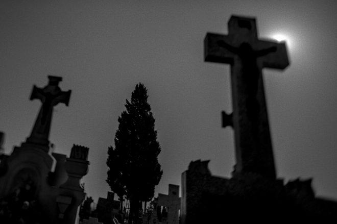 De tumbas y ultratumbas: El cementerio como espacio literario | La ...