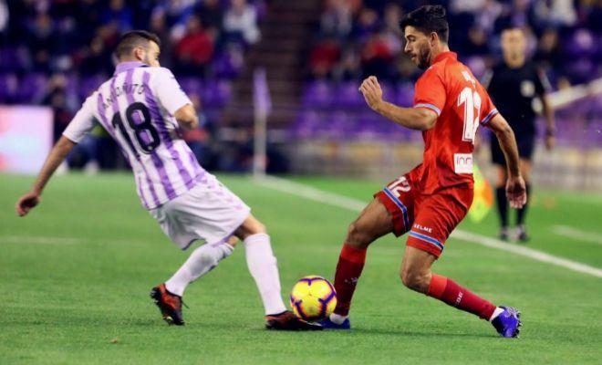 Dídac Vila, en pugna con Antoñito, durante el partido en el José Zorrilla.