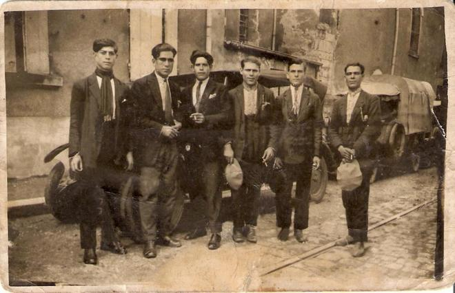Trabajadores emigrantes españoles posan en Suiza en 1929.