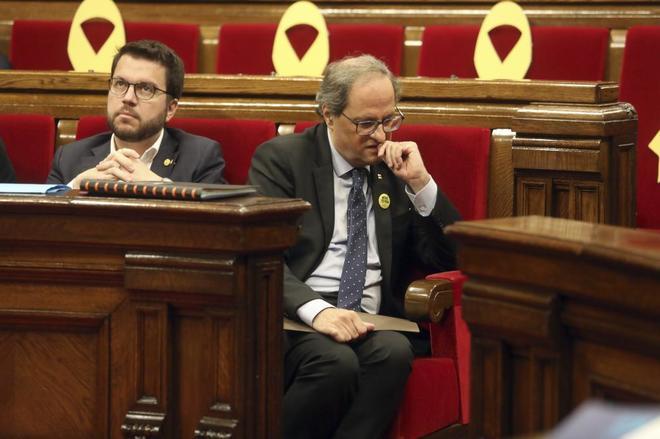 El presidente Quim Torra y el vicepresidente Pere Aragonès, en una sesión del pleno del Parlament.