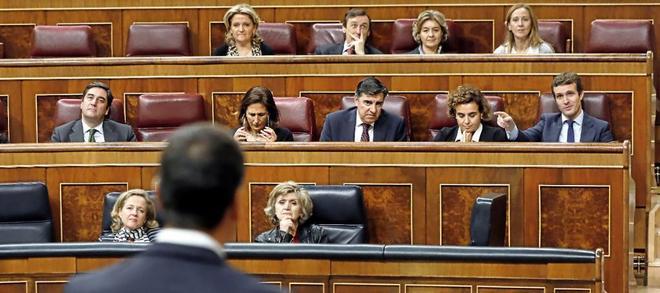 Pedro Sánchez y Pablo Casado, en uno de los lances dialécticos que protagonizaron el pasado miércoles en el Congreso.