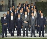 Rajoy, en el centro junto a Rato, entonces presidente de Bankia, posa...