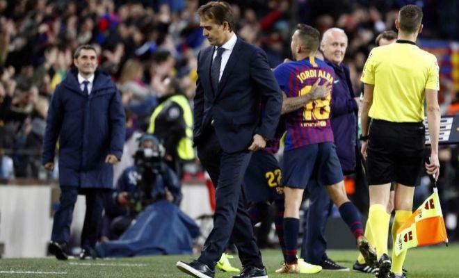 Lopetegui, cabizbajo, tras marcar el Barcelona el cuarto gol en el clásico.