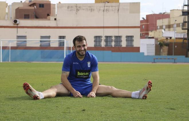 Óscar García, delantero del Melilla, en un entrenamiento.