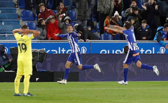 Calleri (C) celebra el gol que marcó al Villarreal.