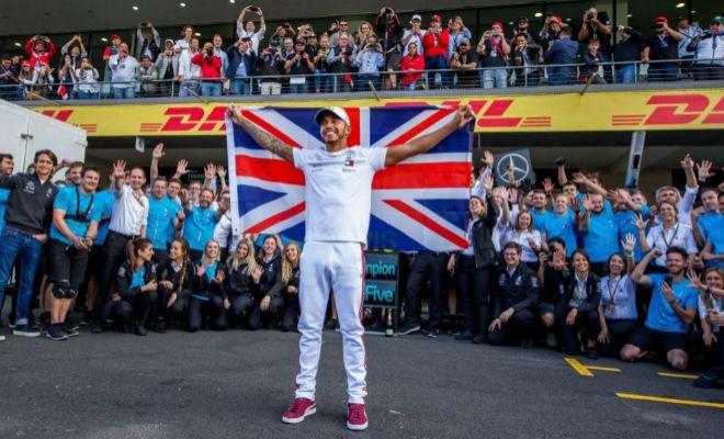 Hamilton, durante la celebración de su quinto título en el Autódromo Hermanos Rodríguez.