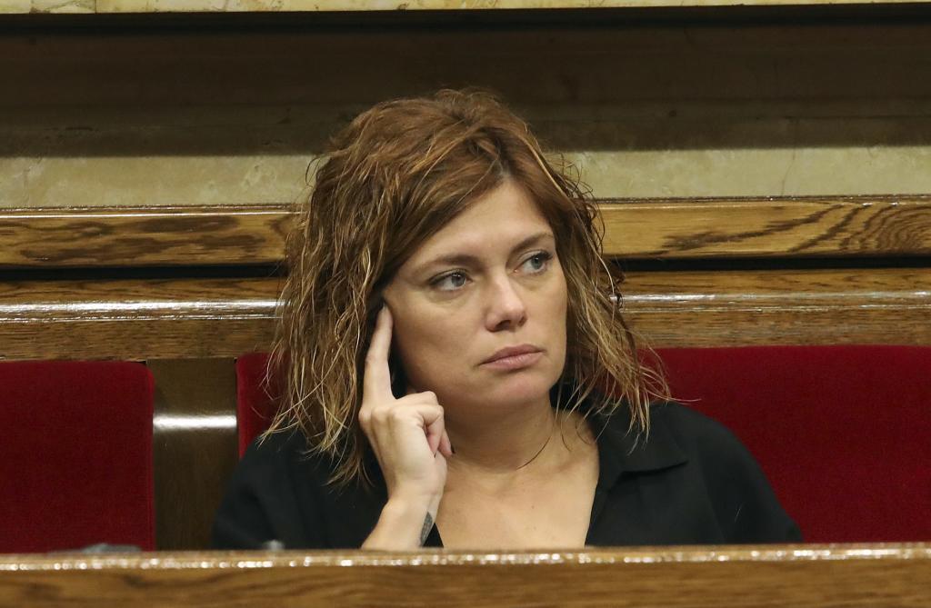 Elisenda Alamany diputada del Comun en el Pleno de Control al Govern en el Parlament.