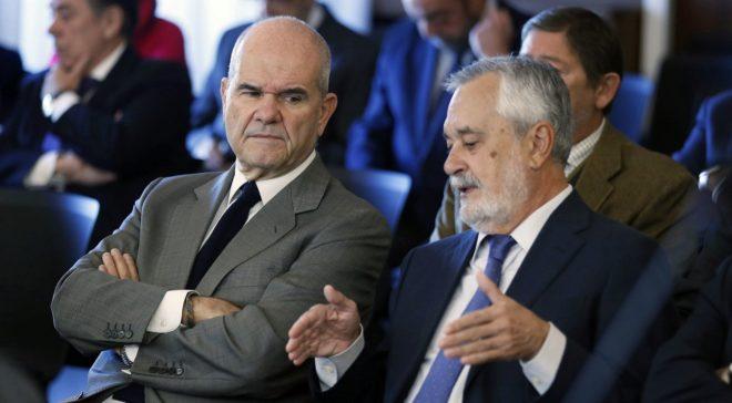 Chaves y Griñán, este lunes en el banquillo por los ERE en la Audiencia de Sevilla.