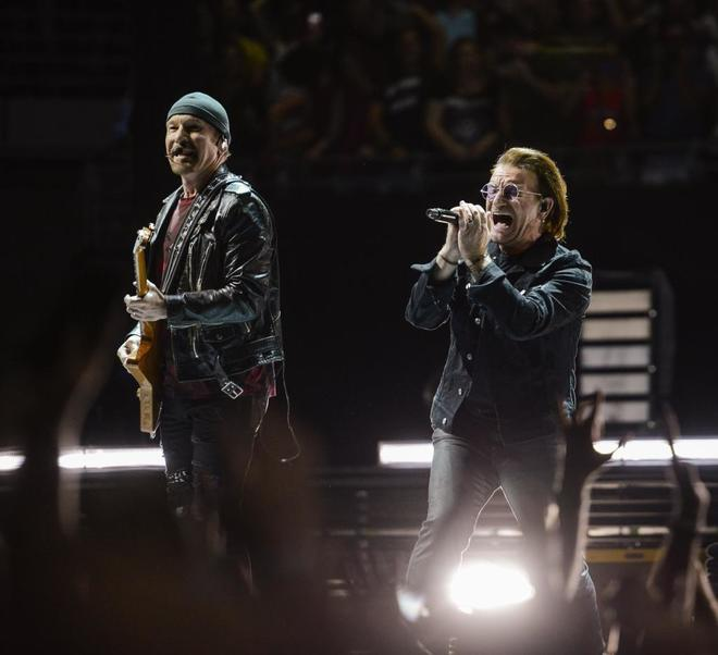 El grupo irlandés U2 durante el concierto en el Palacio de los Deportes.