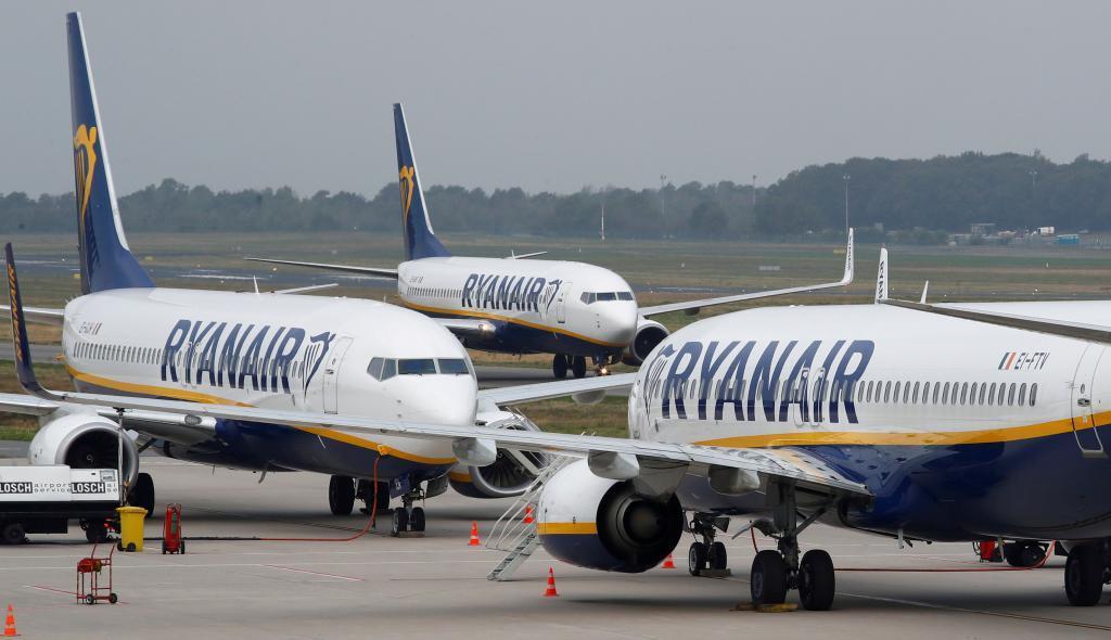 1a62a86db Ryanair comienza a cobrar entre seis y ocho euros por subir maletas ...