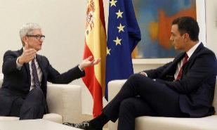 """Sánchez copia la idea de """"startup nation"""" a Macron y se la propone al CEO de Apple"""