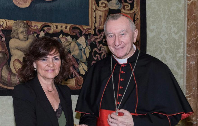 La vicepresidenta del Gobierno, Carmen Calvo, junto al secretario del...