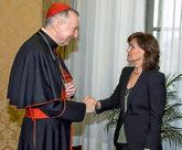 La vicepresidenta del Gobierno,Carmen Calvo, saluda al secretario de...