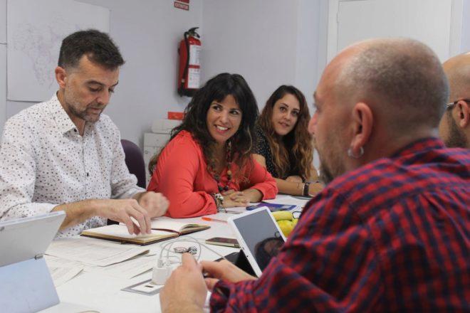 El coordinador general de IU-CA, Antonio Maíllo, y la candidata de Adelante Andalucía, Teresa Rodríguez, durante una reunión de campaña la pasada semana.