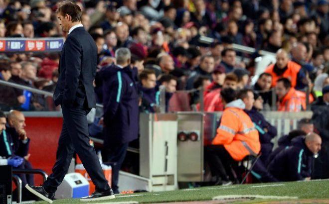 Lopetegui abandona el césped tras el 5-1 del sábado en el Camp Nou.