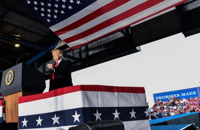 Donald Trump durante un mitin electoral en Murphysboro, Illinois.