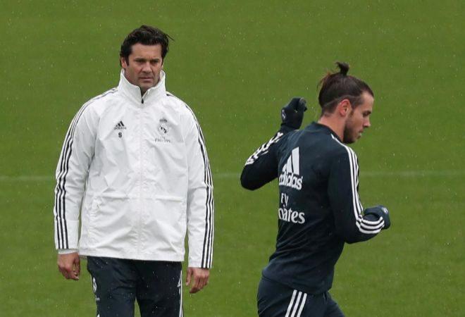 Solari observa a Bale en su primer entrenamiento con el Real Madrid. SUSANA  VERAREUTERS ba72e14a50168