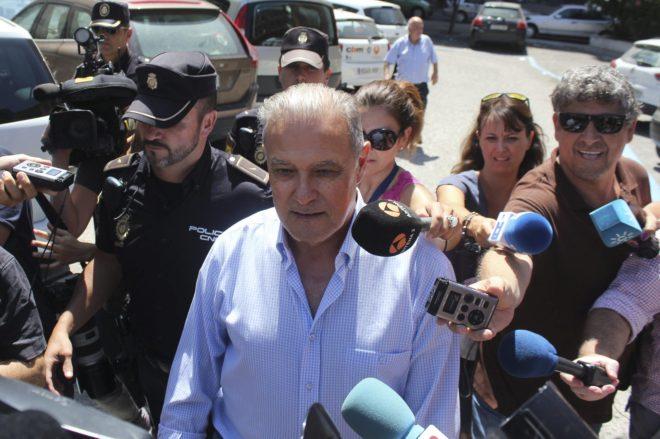 El ex consejero Ángel Ojeda, en agosto de 2014 tras salir de los juzgados de Cádiz.