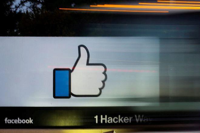 La señal de entrada de la sede de Facebook en Menlo Park, California