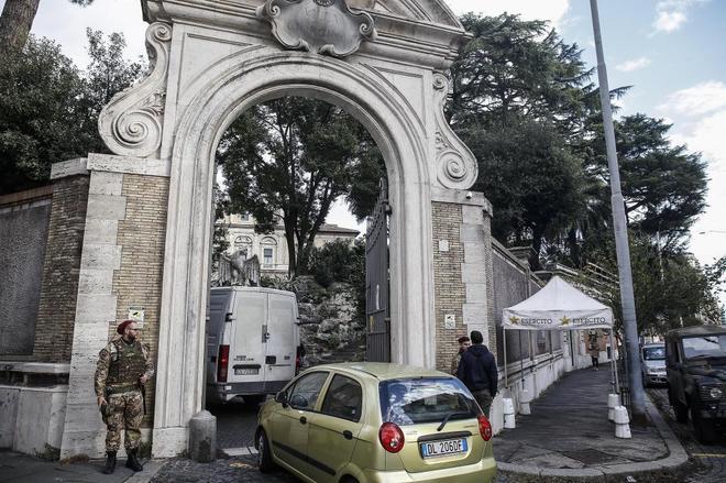 La Fiscalía de Roma analiza los huesos hallados en un local cercano a la nunciatura de la Santa Sede y que pueden pertenecer a Emanuela Orlandi, hija de un funcionario del Vaticano, desaparecida en 1983.