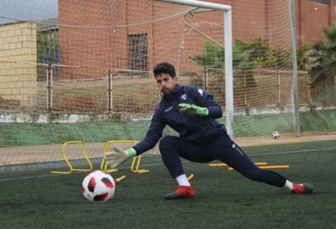 Isma Gil, portero del Villanovense, en un entrenamiento.