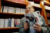 El escritor Louis Cha, durante una entrevista.