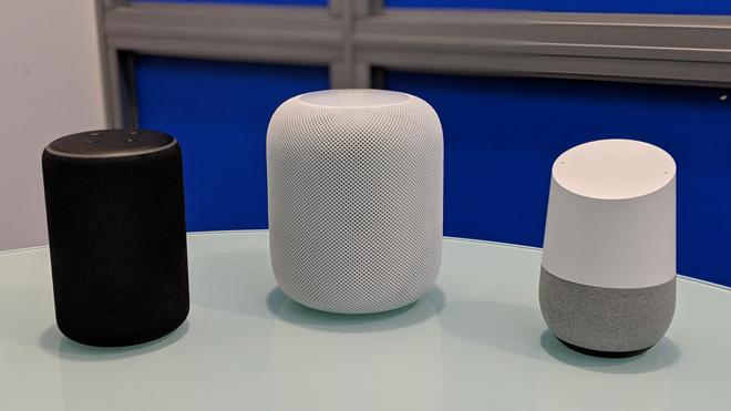 Todos juntos: un Amazon Echo, el HomePod y el Google Home