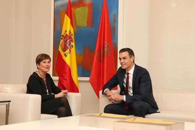 El presidente del Gobierno, Pedro Sánchez, durante su reunión con la...