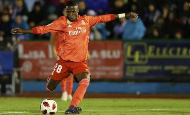 Disparo de Vinicius durante el partido de Copa ante el Melilla.