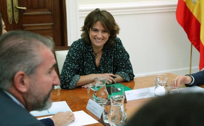 La ministra de Justicia, Dolores Delgada, durante una reunión con la Asociación de Víctimas del Terrorismo