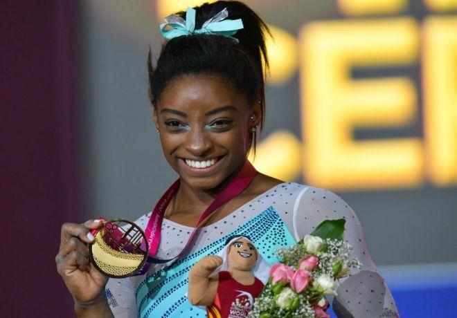 La gimnasta Simone Biles,en el podio tras ganar la medalla de oro.