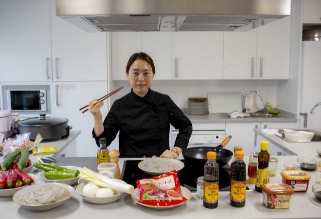 Injae Lee, en la cocina del Centro Cultural Coreano de Madrid.