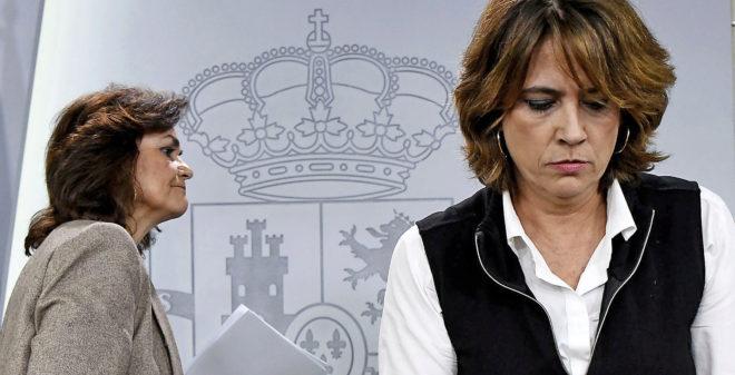 La vicepresidenta del Gobierno, Carmen Calvo, y la ministra de...