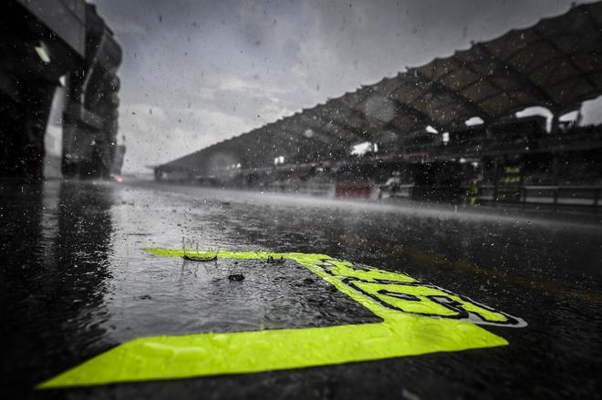 La lluvia cae sobre el circuito de Sepang, este sábado.