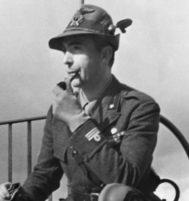 Curzio Malaparte, fotografiado con uniforme en 1942, cuando cubría la Guerra el frente del Este para el 'Corriere della Sera'.