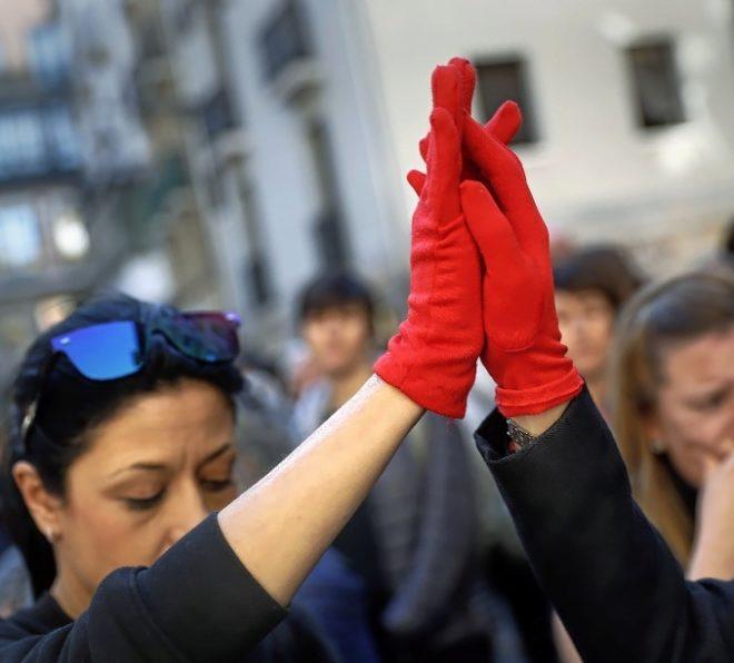 Concentración en  en la plaza Consistorial de Pamplona para condenar...