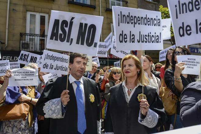 Concentración de jueces y fiscales del pasado 4 de mayo a las puertas del Ministerio de Justicia, dirigido entonces por Rafael Catalá.