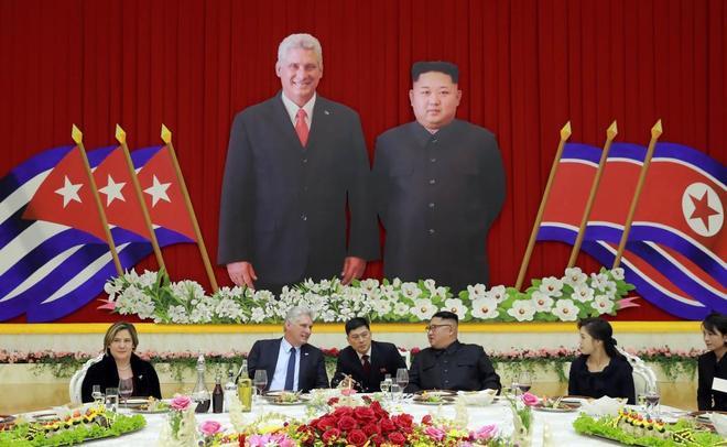 Kim Jong-un y Miguel Díaz-Canel durante un banquete en Pyongyang.