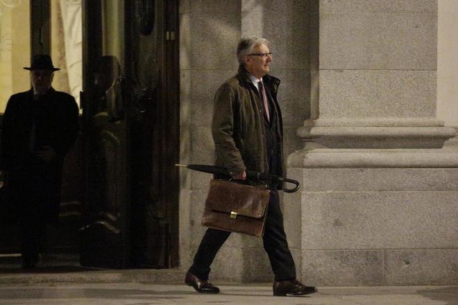 El presidente de la Sala de lo Contencioso Administrativo del Tribunal Supremo, Luis María Díez Picazo, saliendo del Tribunal Supremo después de la reunión sobre el impuesto de las hipotecas.
