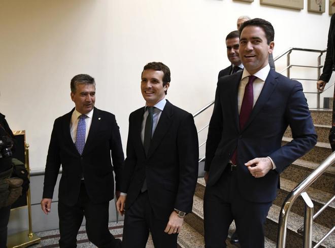 El presidente del PP, Pablo Casado, y el secretario general, Teodoro García Egea, acuden a la reunión del Grupo Popular en el Senado